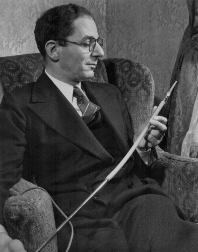 Prof. Dr. med. Rudolf Schindler mit semiflexiblen Gastroskop, Foto privat