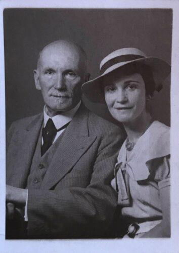 Prof. Dr. med. Ernst mit Tochter Susanne 1937 © Nicki Stieda, Kanada